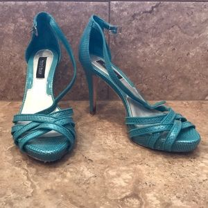 WHBM Size 8 turquoise heels